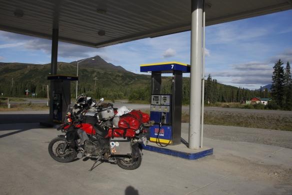 Eine typische Tankstelle in Alaska, also in der Mitte von nichts...