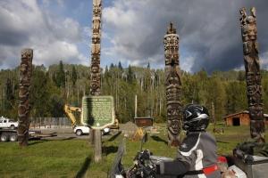 "Totempfähle bei den ""First Nations"", auch Nativs genannt."