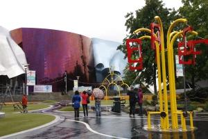 Ein musikalischer Spielplatz: Jede Station macht Musik