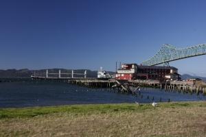 Im Hafen von Astoria, über diese 70 m hohe Brücke sind wir kurz zuvor gefahren.