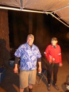 Der Meister der Pilze und der Kochkünste im neuen Gewand - die Meisterin des Hemdes nebenan - die aufgenähten Taschen sind tatsächlich nicht zu sehen!!!