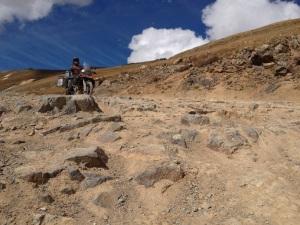 Felsengesteinsstufen runter