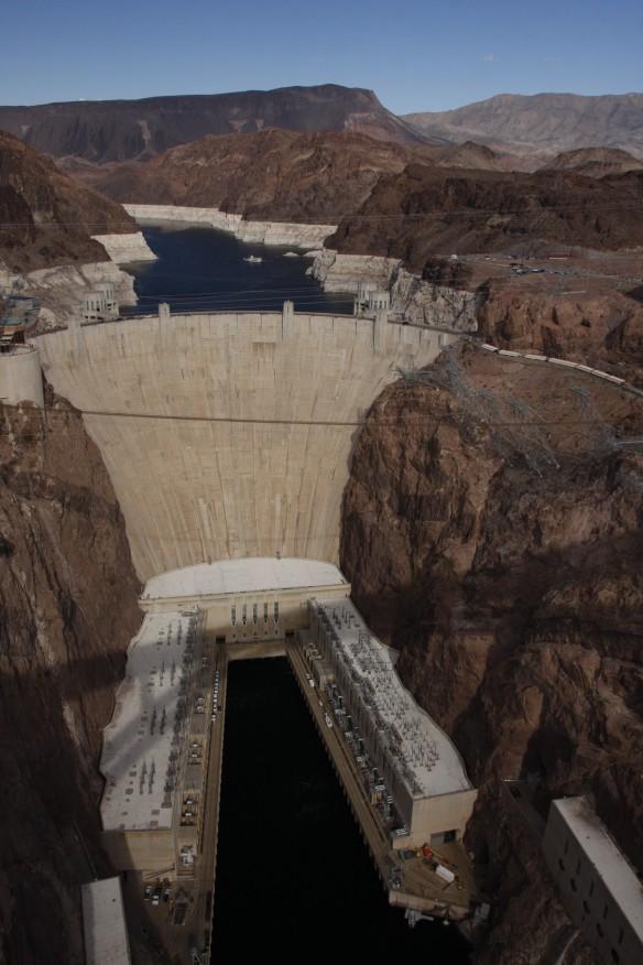 Der Hoover-Dam. Die Sstaumauer ist über 220m hoch.