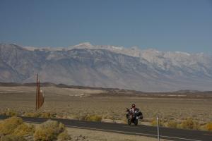 Mount Whitney (4414m), der höchste Punkt der Lower 48, nur etwa 100km vom tiefsten Punkt der USA, dem Death Valley (-86m) entfernt.