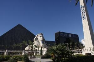Unsere Bescheidene Herberge. Die kleine Pyramide links hat über 20 Stockwerke